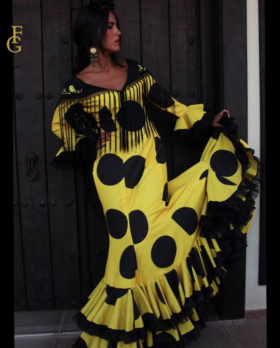 traje de flamenca amarillo lunares